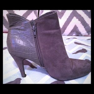 Express Grey Suede & Leather Zippered Booties Sz 9